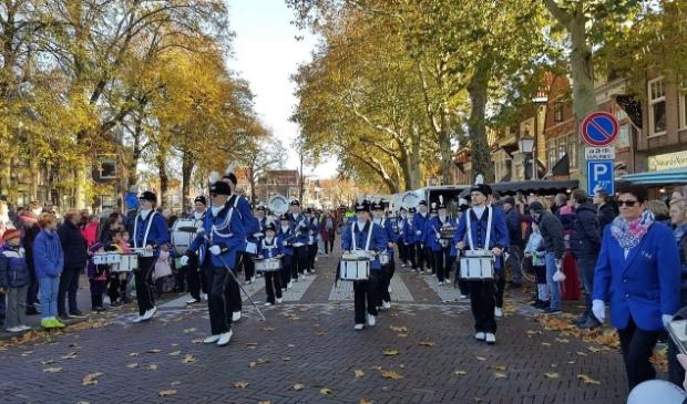 <p>Showband Hoorn tijdens de sinterklaasintocht Hoorn in 2018.</p>
