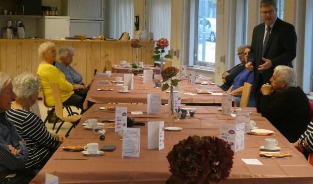 <p>Theo Groot, wethouder van de gemeente Hollands Kroon was aanwezig bij &eacute;&eacute;n High Tea&rsquo; bij de Doet & Ontmoetgroepen in de Cultuurschuur.</p>