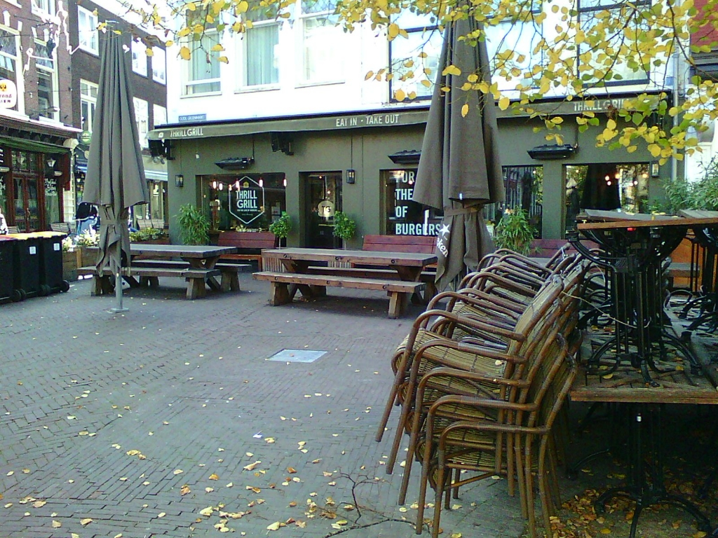 <p>Lege terrassen en lege panden sieren de stad Haarlem.</p> <p>(Foto:Ad Timmers)</p> © rodi