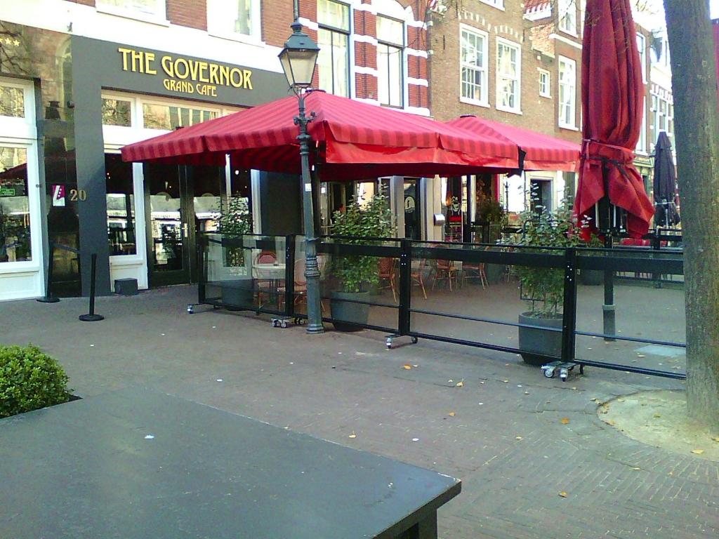 <p>Lege terrassen en lege panden sieren de stad Haarlem.</p> <p>(Foto: Ad Timmers)</p> © rodi