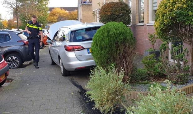 <p>De auto kwam tot stilstand in een tuintje met een betonnen opstaande rand.&nbsp;</p>