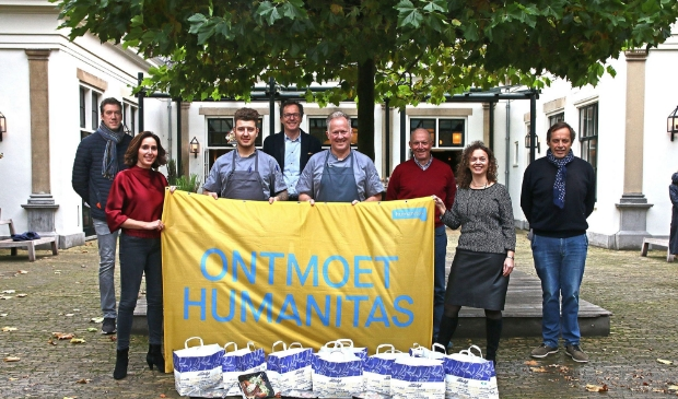 Floris Damen (Rotary), Linda Wegman (Rotary), Mark Zijta (Kok Landgoed Groenendaal), Bas Boeser (Rotary), René Haak (Chef-Kok Landgoed Groenendaal), Kees Bruinstroop (Rotary), Onika Pinkus (Humanitas), Dick Hulsebosch (Rotary).