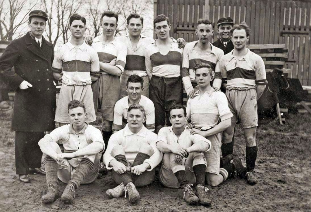 <p>Groepsfoto 1e elftal KIM Den Helder.</p> (Foto: Wilbert Korevaar) © rodi