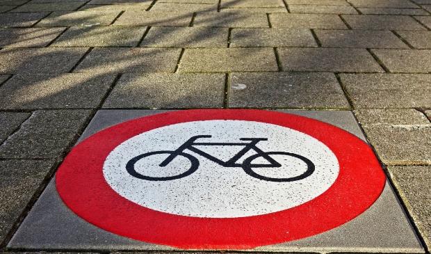 <p>Houd de weekmarkt veilig en stap van de fiets.</p>