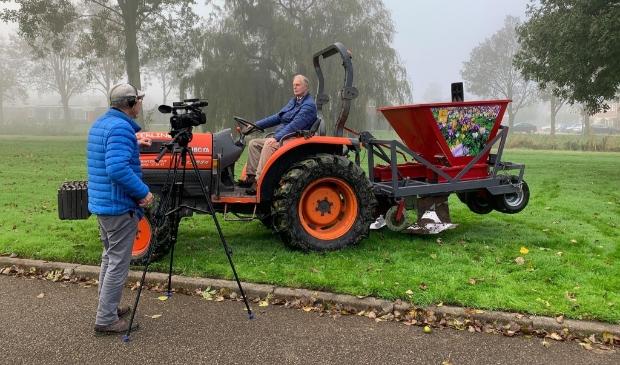 <p>Vrijdag 23 oktober, arriveert de bollenplantmachine om 07.45 uur, de Heemskerkse TV wacht deze op.&nbsp;</p>