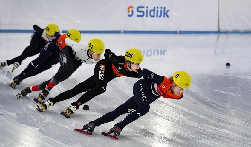 Foto; Rianne de Vries op kop met daarachter Hessel van Berkum en Caspar Douma.