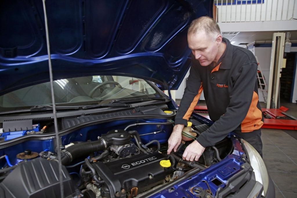 <p>Peter Luik, allround automonteur, is verhuisd naar &#39;t Zand.</p> <p>(Foto: Persbureau Annes)</p> © rodi