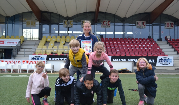 <p>Ook dit jaar maakt Telstar Thuis in de Wijk het weer mogelijk dat kinderen, die een steuntje in de rug kunnen gebruiken, welkom zijn bij Playing for Success.</p>