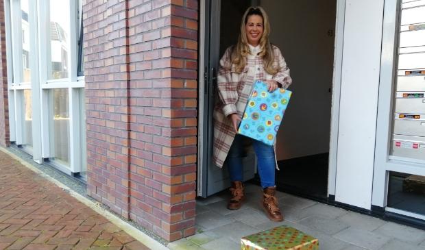 <p>Na producten voor de voedselbank zamelt Nathalie nu cadeautjes in.</p>