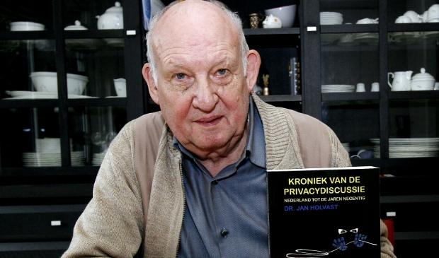 <p>Vanaf 1970 is Jan Holvast gespecialiseerd in privacyvraagstukken.&nbsp;</p>