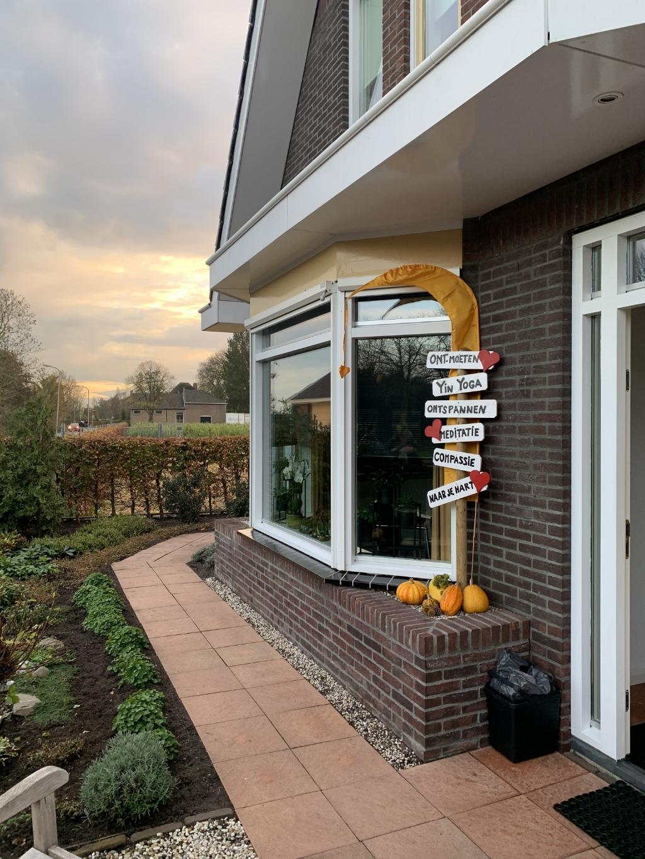 'Daar bij die bordjes' is het huis van Judith en haar man. (Foto: Yvette van der Does) © rodi
