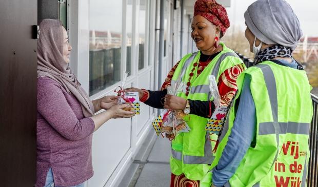 <p>ALKMAAR - De vrouwen van VROUWenKRACHT gaan langs de deuren in Overdie.&nbsp;</p>