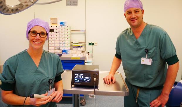<p>Borstkanker chirurgen Gisela Moormann en Niels Harlaar.</p>