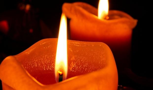 <p>Laat van 25 november tot en met 10 december een oranje kaars voor je raam branden. </p>
