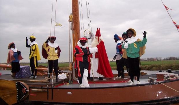 <p>Sinterklaas op zijn stoomboot uit Spanje.&nbsp;</p>