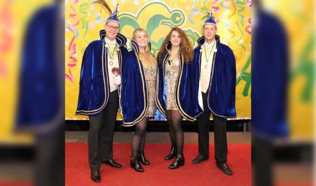 <p>Prins Skik, adjudant Bloid en de hofdames Marije en Esmee gaan vrolijk nog een jaar door.&nbsp;</p>