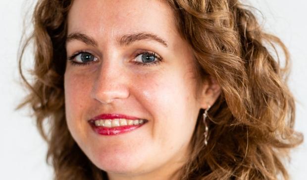 <p>Schrijfster Rowan Merrin debuteert met 'Aardling'.</p>