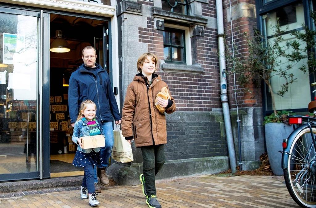 <p>De bakkerij als sociaal middelpunt is de opzet van de KISS Bakery.</p> (Foto: Ton van Veen) © rodi