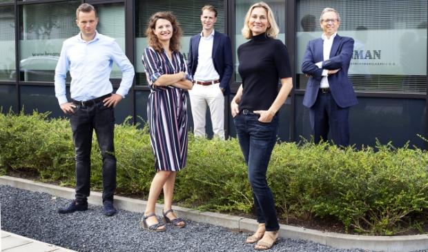 Van links naar rechts: Thijs Hoekman, Anke Elders, Roderick van Vierbergen, Marit Stork en Freek de Miranda