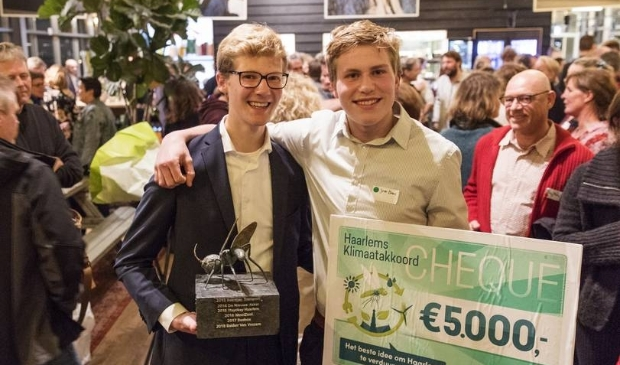 <p>Maarten Hulsman (links) en Jelle Brans (rechts) wonnen in 2019 het Initiatievencafé.</p>
