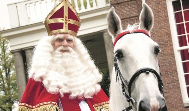 <p>Sinterklaas heeft voet aan wal gezet in Amsterdam.</p>