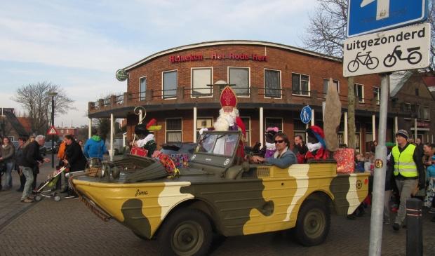 <p>En dan eindelijk kwam Sinterklaas aan in Egmond aan den</p><p>Hoef.</p>
