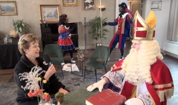 <p>Sinterklaas op bezoek bij burgemeester Van Kampen.</p>