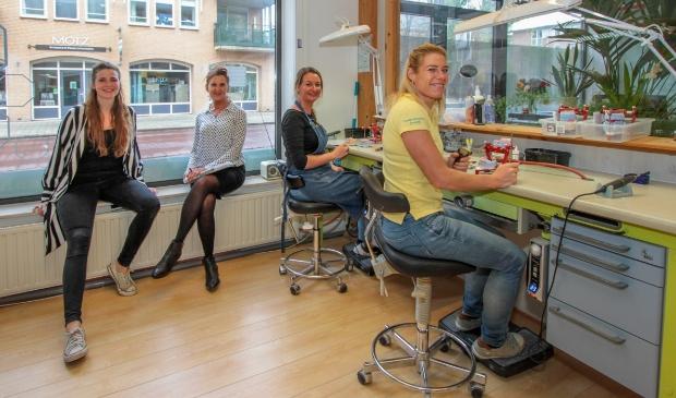 <p>Het team in beeld. V.l.n.r. Ginger Verhagen, Gerda Versluis, Ellen Leeuwenkamp en Lisette Beemsterboer.</p>