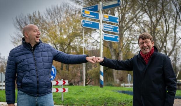 <p>Een boks op anderhalve meter. Piet Hein (rechts) heeft alle vertrouwen in zijn opvolger.</p>