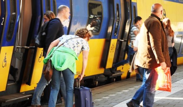 <p>&nbsp;In &eacute;&eacute;n keer zonder overstap naar Schiphol en het vliegtuig in.</p>