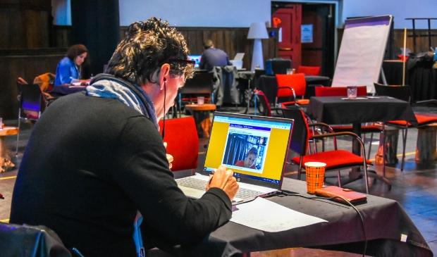 <p>Net als op 28 oktober co&ouml;rdineert de Zaanse Uitdaging de online Beursvloer vanuit de Bullekerk. Dit keer gecombineerd met een live benefiet-uitzending in samenwerking met RTV Zaanstreek.</p>