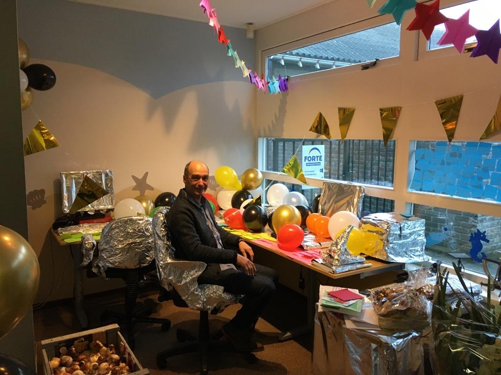 De directeur in zijn versierde kantoor Foto: Ed Bausch © rodi