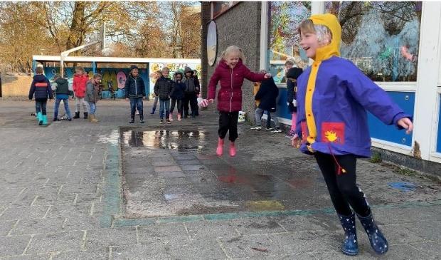 Groep 3 doet een poging om de beste plassenstampers van Nederland te worden.