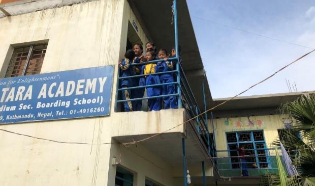 Straatkinderen van Kathmandu hebben al maanden geen les meer in school.