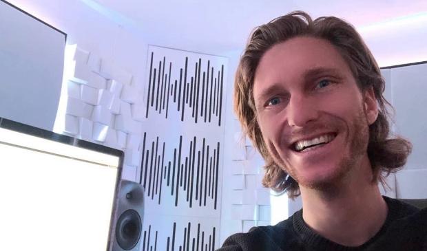 <p>Michel vanuit de studio: ''Muziek (maken) is een belangrijk medicijn in deze tijd''</p>
