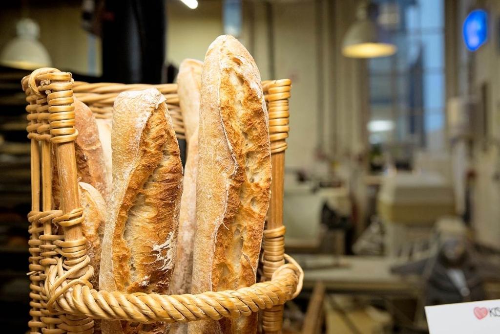 <p>Het lekkerste stokbrood uit de Zaanstreek? De KISS Bakery gebruikt zout uit Frankrijk, meel van een Limburgse molen en een bakproces met desem in plaats van gist.&nbsp;</p> <p>(Foto: Ton van Veen)</p> © rodi