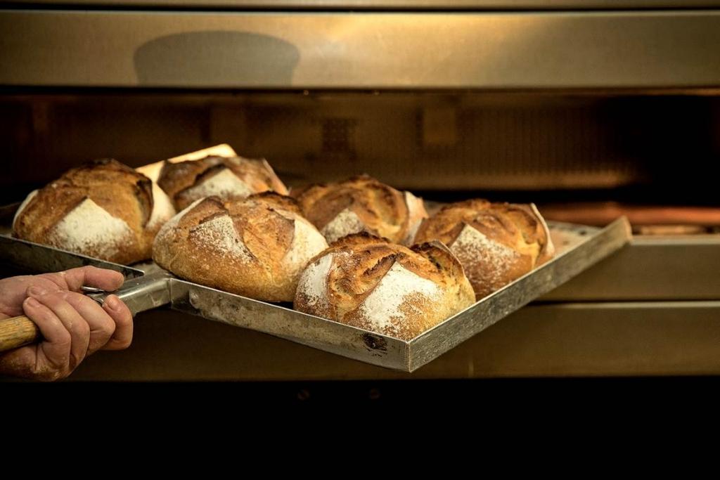 <p>De geur van versgebakken brood... Lekker!</p> <p>(Foto: Ton van Veen)</p> © rodi