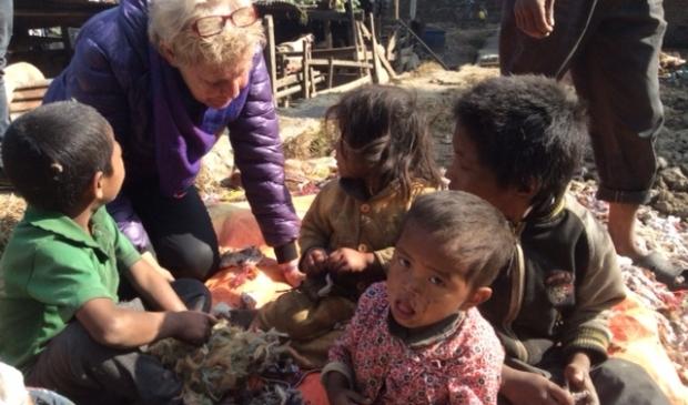 <p>Lies Vink bekommert zich om de straatkinderen van Kathmandu.</p> (Foto: aangeleverd) © rodi