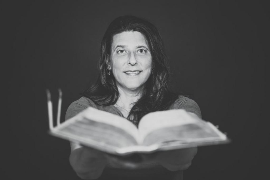 <p>Handboekbindster Marieke van de Pol.</p> ((Foto: Aangeleverd)) © rodi