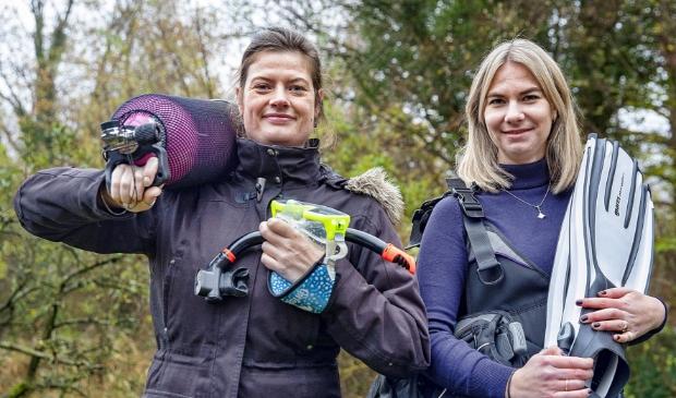 <p>Marije Costerus (l) en Esmee Visser: &#39;Nieuwe leden zijn van harte welkom en met liefst al een brevet op zak.&#39;</p>