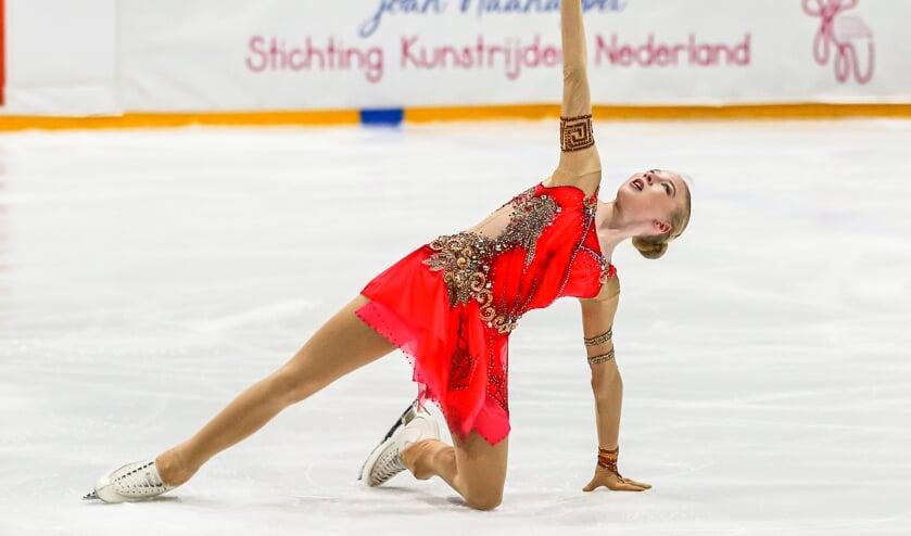 Lindsay van Zundert sierlijk in actie. ,,De steun van Joan Haanappel betekent heel veel voor mij.'' (Foto Piet van Es)