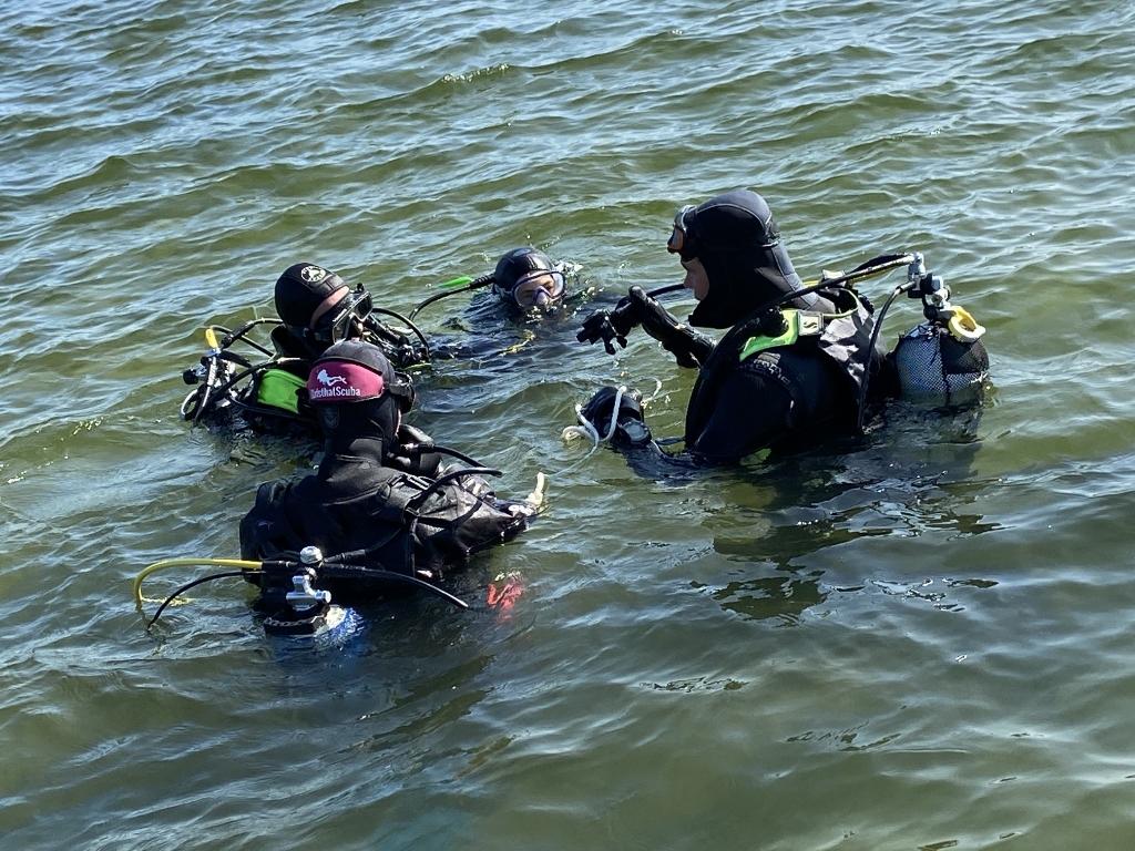 <p>Duiken in de buitenwateren is populair bij de leden van Duikvereniging Heerhugowaard.</p> ((Foto: Aangeleverd)) © rodi