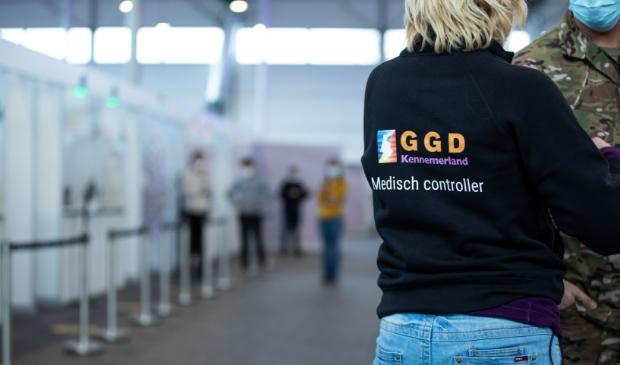 <p>De eerste vaccinaties in onze regio zullen vrijdag plaatsvinden bij de XL-teststraat op Schiphol.</p>