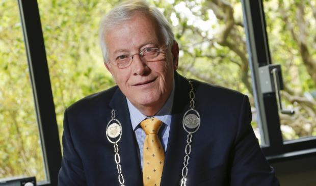 <p>Burgemeester Nijpels; een &eacute;chte en warme burgervader voor de inwoners van de gemeente Opmeer.</p>