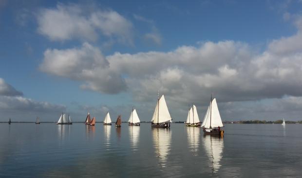 <p>De bruine vloot zit in zwaar weer en wordt in haar voortbestaan bedreigd.</p>