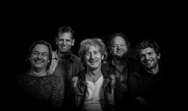 Na meer dan dertig jaar staat Toontje Lager in een vernieuwde samenstelling weer op het podium.