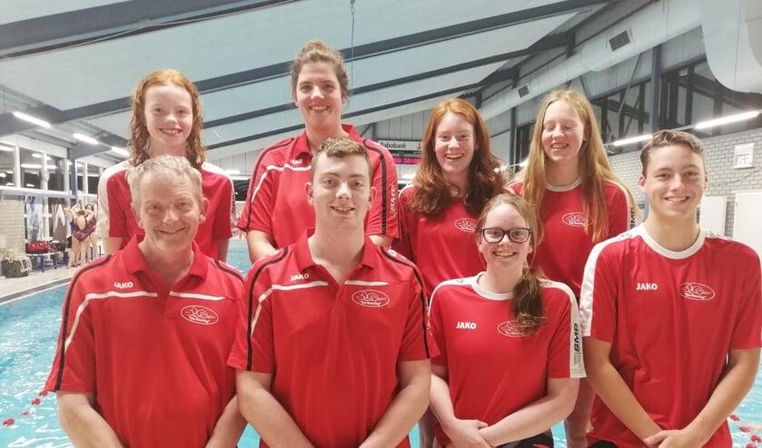 (Een gedeelte van) de trainers van het G zwemmen van  ZPC De Reuring.