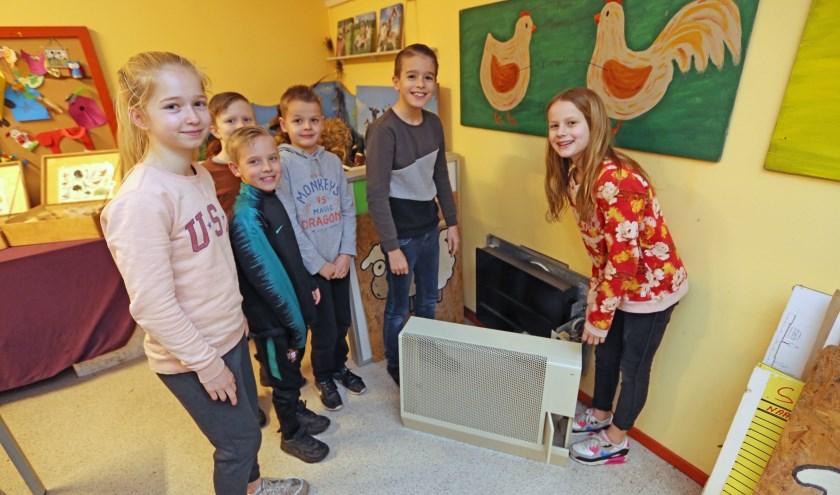 De leerlingenraad van de Paus Johannesschool hielp graag mee met de vervanging van de gasverwarming.