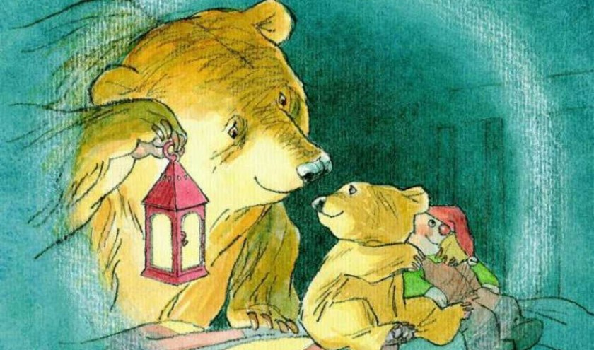 De kinderen beleven samen het verhaal van Kleine beer aan de hand van het prentenboek van Martin Waddell.