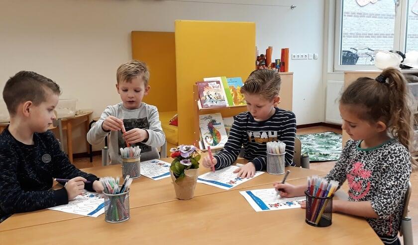 Leerlingen 4e kleutergroep Helmgras leren werken met een weektaak